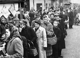 womenqueuing